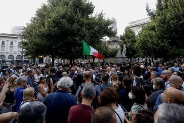 A Milano quasi 10 mila in corteo non autorizzato contro il Green pass
