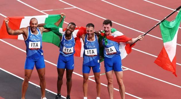 Tokyo 2020 L'Italia della staffetta 4x100  vincono l'oro Desalu di Casalmaggiore