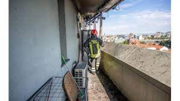 Incendio a Milano subito hotel e 80 case