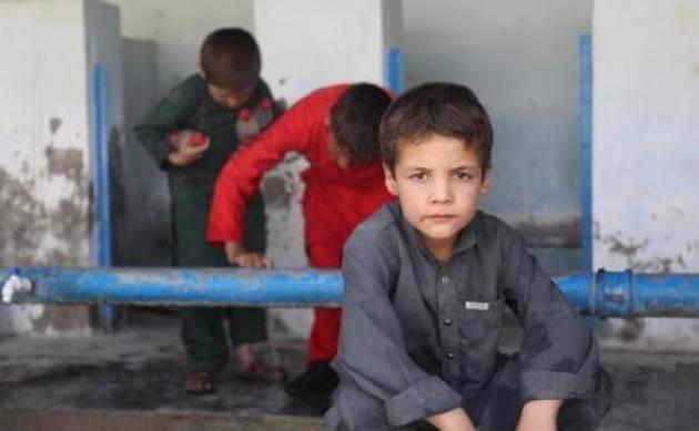 Circa 300 bambini non accompagnati e separati evacuati dall'Afghanistan
