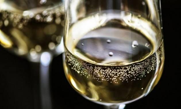 Le bollicine italiane verso 1 miliardo di bottiglie in tre anni
