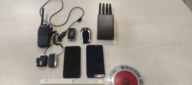 Rubavano auto con congegni elettronici, 2 arresti