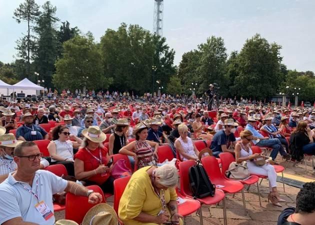 Milano  Maurizio Landini (Cgil) Il governo ci ascolti o riprenderemo le piazze