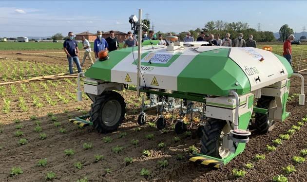 Arriva ''Dino'': il robot bio italiano che pulisce i terreni senza chimica