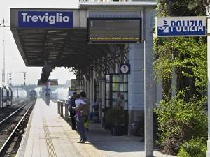 Atto di vandalismo blocca il treno delle 7.07 a Treviglio per Crema