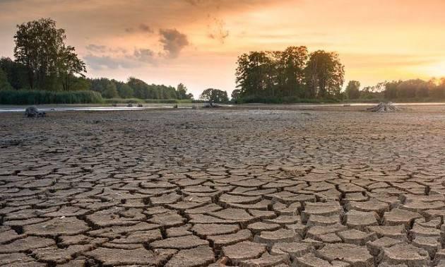 Un pianeta assetato, in attesa di crisi idriche epocali