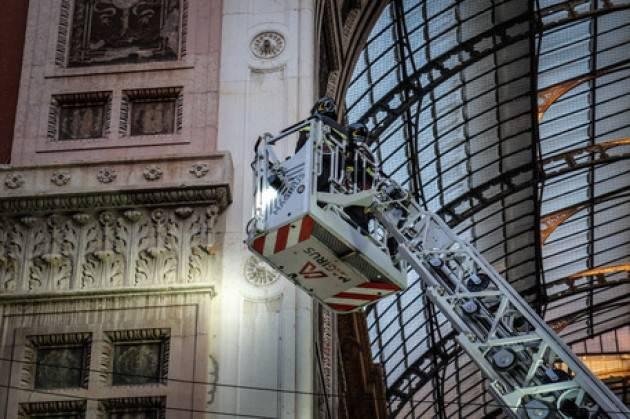 Cadono calcinacci in Galleria, turisti illesi a Milano