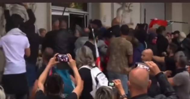 I no Green pass entrano nella sede della Cgil a Roma Commenti e solidarietà (video)