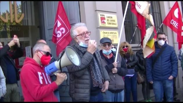 Cgil Cremona Molta gente al presidio contro attacco fascista Roma (Video GCStorti)